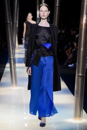 Показ Armani Prive коллекции сезона Весна-лето 2015 года haute couture - www.elle.ru - Подиум - фото 593146