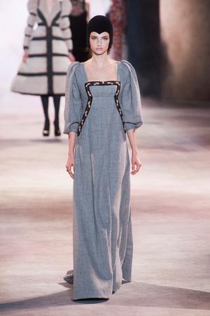 Показ Ulyana Sergeenko коллекции сезона Осень-зима 2013-2014 года Haute couture - www.elle.ru - Подиум - фото 556277