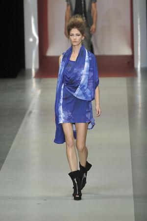 Показ CNC Costume National коллекции сезона Весна-лето 2010 года prêt-à-porter - www.elle.ru - Подиум - фото 114809