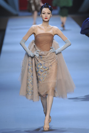 Показ Christian Dior коллекции сезона Весна-лето 2011 года haute couture - www.elle.ru - Подиум - фото 214932