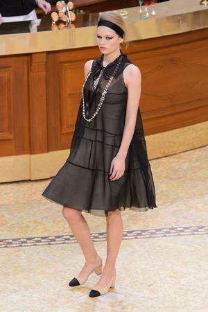 Показ Chanel коллекции сезона Осень-зима 2015-2016 года Prêt-à-porter - www.elle.ru - Подиум - фото 595884