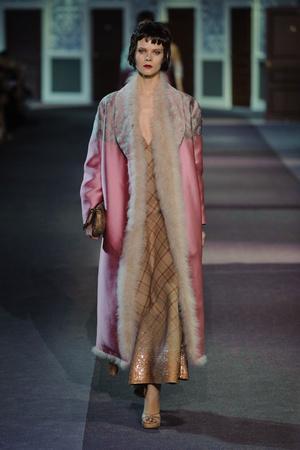 Показ Louis Vuitton коллекции сезона Осень-зима 2013-2014 года Prêt-à-porter - www.elle.ru - Подиум - фото 546965