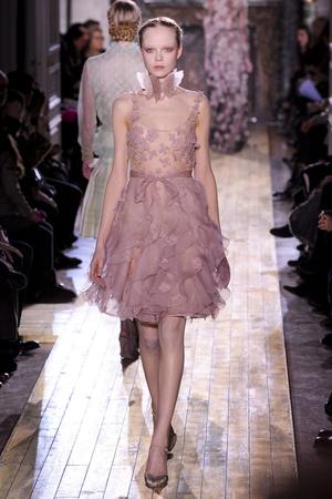 Показ Valentino коллекции сезона Весна-лето 2011 года Haute couture - www.elle.ru - Подиум - фото 217298