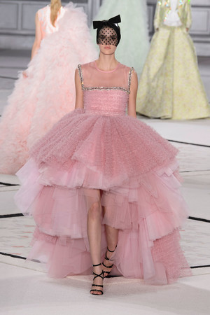 Показ Giambattista Valli коллекции сезона Весна-лето 2015 года Haute couture - www.elle.ru - Подиум - фото 592930