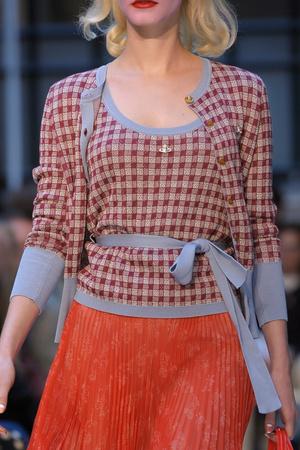 Показ Vivienne Westwood Red Label коллекции сезона Весна-лето 2013 года Prêt-à-porter - www.elle.ru - Подиум - фото 430993