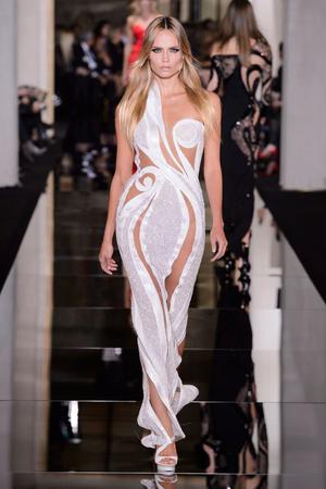 Показ Versace Haute Couture коллекции сезона Весна-лето 2015 года haute couture - www.elle.ru - Подиум - фото 592879