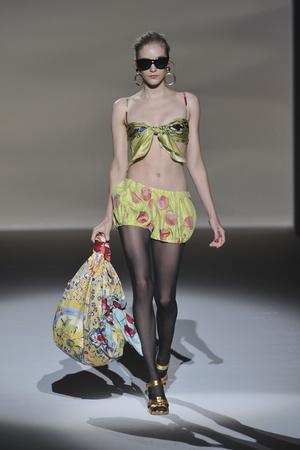Показ Moschino коллекции сезона Весна-лето 2010 года prêt-à-porter - www.elle.ru - Подиум - фото 117134