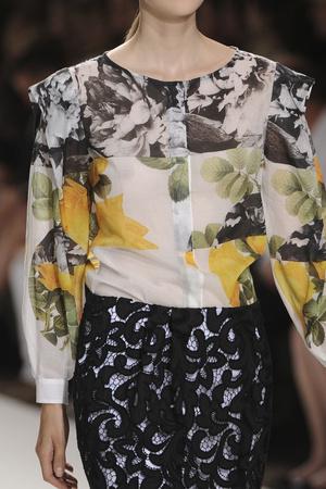 Показ Dries Van Noten коллекции сезона Весна-лето 2012 года prêt-à-porter - www.elle.ru - Подиум - фото 307877