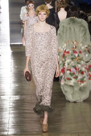 Показ Ulyana Sergeenko коллекции сезона Осень-зима 2016-2017 года Haute couture - www.elle.ru - Подиум - фото 606878