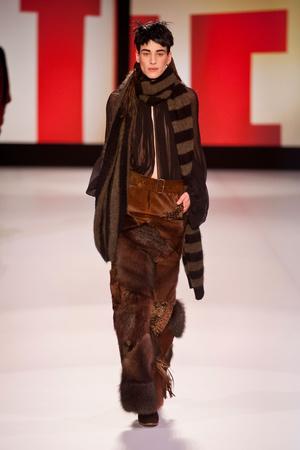 Показ Jean Paul Gaultier коллекции сезона Осень-зима 2013-2014 года Prêt-à-porter - www.elle.ru - Подиум - фото 537932