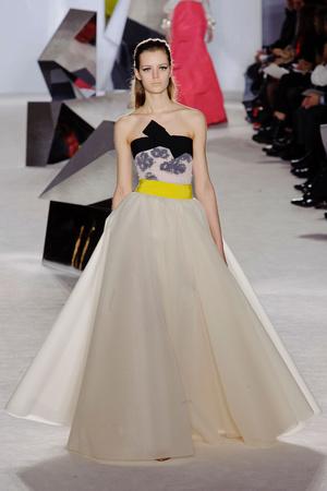 Показ Giambattista Valli коллекции сезона Весна-лето 2014 года Haute couture - www.elle.ru - Подиум - фото 574301
