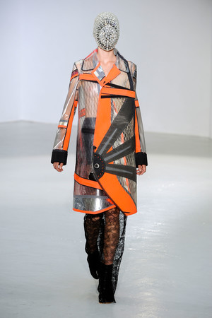 Показ Maison Martin Margiela коллекции сезона Осень-зима 2012-2013 года Haute couture - www.elle.ru - Подиум - фото 405026