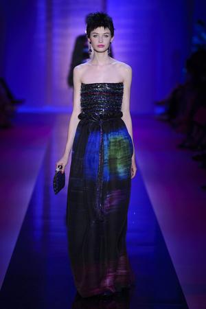 Показ Armani Privé  коллекции сезона Осень-зима 2015-2016 года Haute couture - www.elle.ru - Подиум - фото 597019