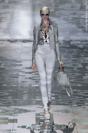 Показ Gucci коллекции сезона Весна-лето 2010 года prêt-à-porter - www.elle.ru - Подиум - фото 116593