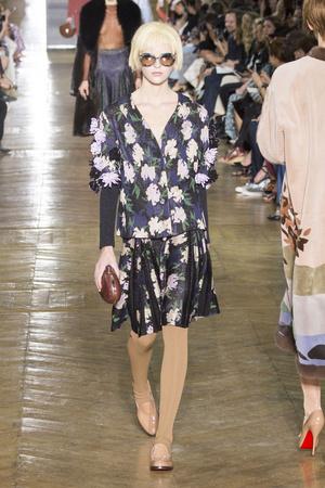 Показ Ulyana Sergeenko коллекции сезона Осень-зима 2016-2017 года Haute couture - www.elle.ru - Подиум - фото 606873
