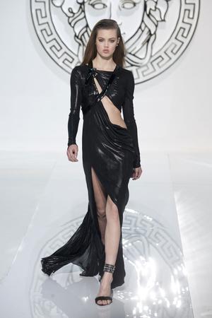 Показ Versace коллекции сезона Осень-зима 2013-2014 года Prêt-à-porter - www.elle.ru - Подиум - фото 519957