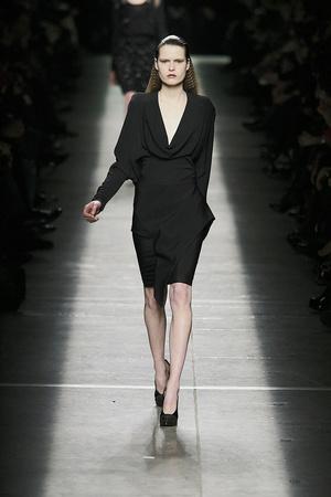 Показ Givenchy коллекции сезона Осень-зима 2009-2010 года prêt-à-porter - www.elle.ru - Подиум - фото 98459
