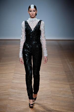 Показ On Aura Tout Vu коллекции сезона Весна-лето 2014 года haute couture - www.elle.ru - Подиум - фото 574351