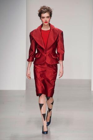 Показ Vivienne Westwood Red Label коллекции сезона Осень-зима 2014-2015 года prêt-à-porter - www.elle.ru - Подиум - фото 578602