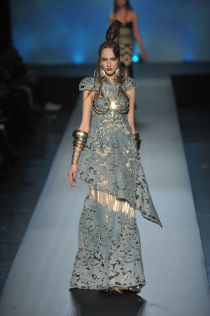 Показ Jean Paul Gaultier коллекции сезона Весна-лето 2010 года Haute couture - www.elle.ru - Подиум - фото 139018
