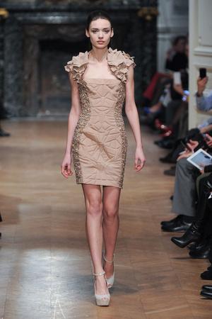 Показ Tony Ward коллекции сезона Весна-лето 2014 года haute couture - www.elle.ru - Подиум - фото 574398