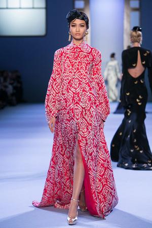 Показ Ulyana Sergeenko коллекции сезона Весна-лето 2014 года Haute couture - www.elle.ru - Подиум - фото 574776