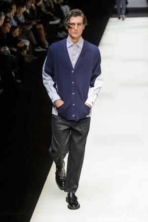 Показ Giorgio Armani коллекции сезона Весна-лето 2018 года Men prêt-à-porter - www.elle.ru - Подиум - фото 622727