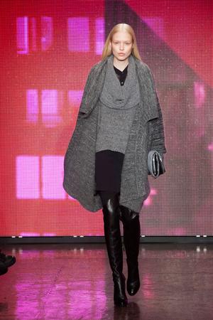 Показ DKNY коллекции сезона Осень-зима 2013-2014 года Prêt-à-porter - www.elle.ru - Подиум - фото 488045