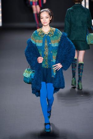 Показ Anna Sui коллекции сезона Осень-зима 2013-2014 года prêt-à-porter - www.elle.ru - Подиум - фото 493990