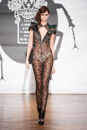 Показ On Aura Tout Vu коллекции сезона Весна-лето 2013 года Haute couture - www.elle.ru - Подиум - фото 480256