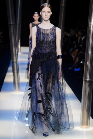 Показ Armani Prive коллекции сезона Весна-лето 2015 года haute couture - www.elle.ru - Подиум - фото 593140