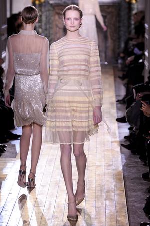 Показ Valentino коллекции сезона Весна-лето 2011 года Haute couture - www.elle.ru - Подиум - фото 217294