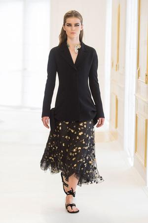 Показ Christian Dior коллекции сезона Осень-зима 2016-2017 года Haute couture - www.elle.ru - Подиум - фото 607092