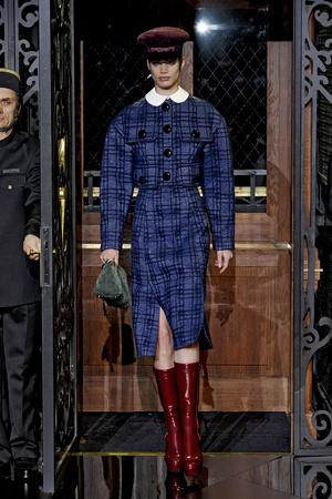 Показ Louis Vuitton коллекции сезона Осень-зима 2011-2012 года Prêt-à-porter - www.elle.ru - Подиум - фото 255498