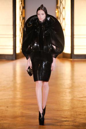 Показ  коллекции сезона Осень-зима 2012-2013 года Haute couture - www.elle.ru - Подиум - фото 403428