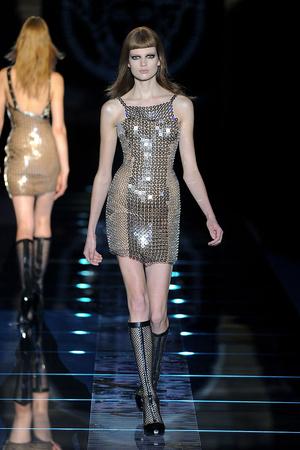 Показ Versace коллекции сезона Осень-зима 2012-2013 года prêt-à-porter - www.elle.ru - Подиум - фото 363677