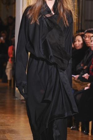 Показ Moon Young Hee коллекции сезона Осень-зима 2012-2013 года prêt-à-porter - www.elle.ru - Подиум - фото 370752
