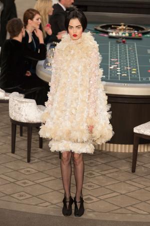 Показ Chanel коллекции сезона Осень-зима 2015-2016 года Haute couture - www.elle.ru - Подиум - фото 597084
