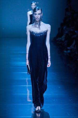 Показ Giorgio Armani Privé коллекции сезона Осень-зима 2012-2013 года haute couture - www.elle.ru - Подиум - фото 404191