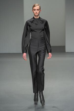 Показ Calvin Klein коллекции сезона Осень-зима 2010-2011 года prêt-à-porter - www.elle.ru - Подиум - фото 147378