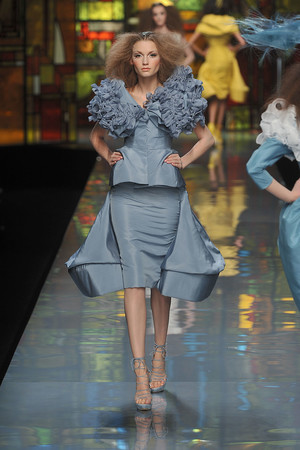 Показ Christian Dior коллекции сезона Весна-лето 2009 года Haute couture - www.elle.ru - Подиум - фото 86403