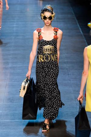 Показ Dolce & Gabbana коллекции сезона Весна-лето  2016 года prêt-à-porter - www.elle.ru - Подиум - фото 600500