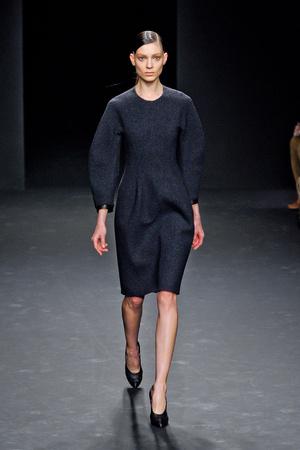 Показ Calvin Klein Collection коллекции сезона Осень-зима 2012-2013 года Prêt-à-porter - www.elle.ru - Подиум - фото 350266