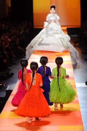 Показ Jean Paul Gaultier коллекции сезона Весна-лето 2013 года Haute couture - www.elle.ru - Подиум - фото 480663