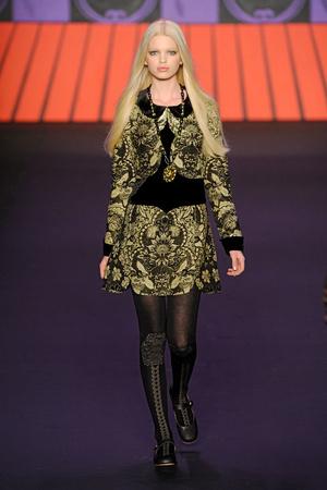 Показ Anna Sui коллекции сезона Осень-зима 2011-2012 года Prêt-à-porter - www.elle.ru - Подиум - фото 234905