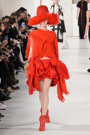 Показ Maison Margiela коллекции сезона Весна-лето  2017 года Haute couture - www.elle.ru - Подиум - фото 616627
