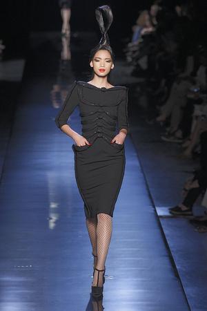Показ Jean Paul Gaultier коллекции сезона Осень-зима 2010-2011 года haute couture - www.elle.ru - Подиум - фото 168545
