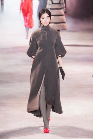 Показ Ulyana Sergeenko коллекции сезона Осень-зима 2013-2014 года Haute couture - www.elle.ru - Подиум - фото 556276