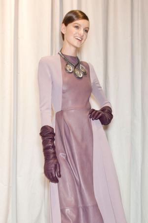 Показ Christian Dior коллекции сезона Осень-зима 2012-2013 года prêt-à-porter - www.elle.ru - Подиум - фото 379137