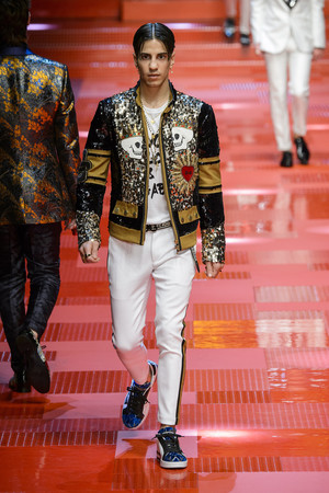 Показ Dolce & Gabbana коллекции сезона Весна-лето 2018 года Men prêt-à-porter - www.elle.ru - Подиум - фото 622342
